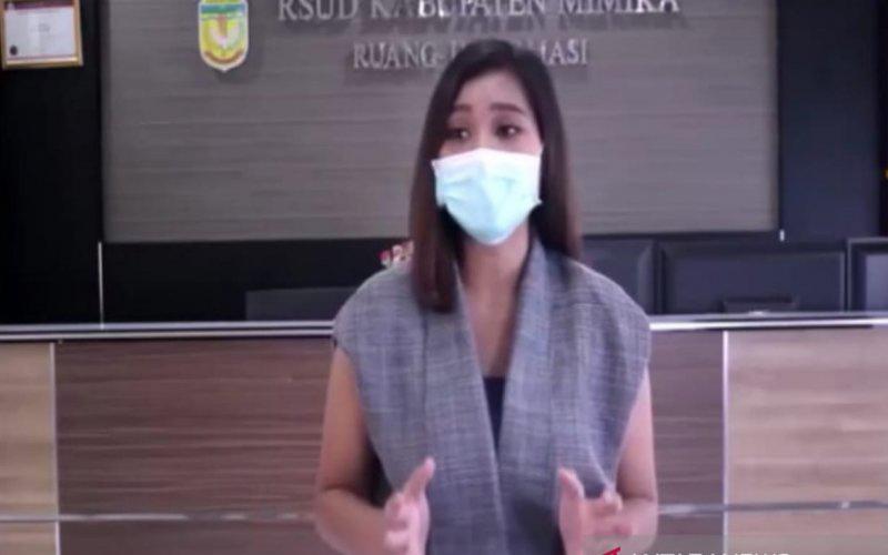 Novalina S, pasien yang sembuh dari COVID-19 di Kabupaten Mimika, Provinsi Papua. - Antara/Evarianus Supar