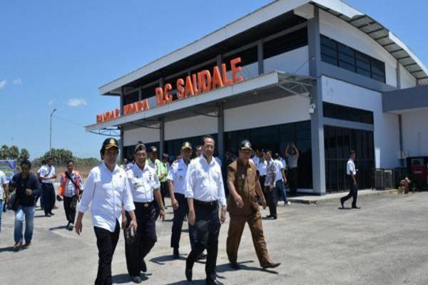 Menteri Perhubungan di bandara  DC Saudale di Pulau Rote, Nusa Tenggara Timur - Dephub.go.id