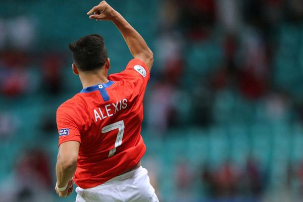 Alexis Sanchez dalam balutan jersey Timnas Chile./Reuters - Rodolfo Buhrer