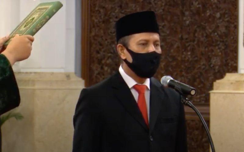 Irjen Pol Boy Rafli Amar mengucap sumpah saat dilantik menjadi Kepala BNPT oleh Presiden Joko Widodo di Istana Negara, Jakarta, Rabu (6/4 - 2020).  -  Biro Pers Media Istana