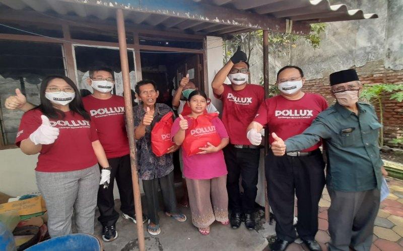 Pollux Group membagikan 1.000 paket sembako untuk masyarakat berpendapatan menengah ke bawah yang terdampak pandemi virus corona. (Foto: istimewa)