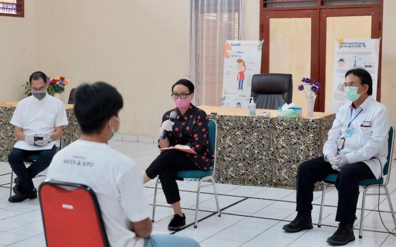 Menteri Luar Negeri Retno Marsudi melakukan pertemuan dengan 14 ABK WNI yang bekerja di kapal Long Xing 629 milik China, Minggu (10 - 5)/Kemenlu.