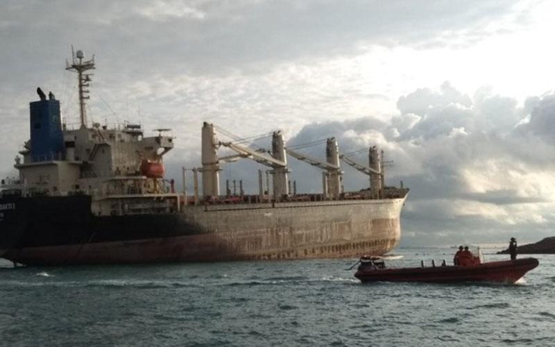Kapal kandas di perairan Batam, Kepulauan Riau, pada Senin (11/5/2020) dini hyari WIB./Antara - SAR Tanjungpinang