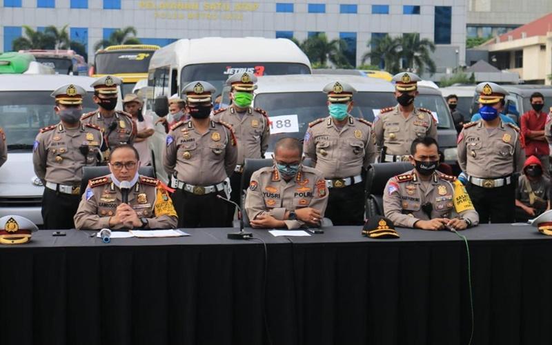Direktur Lalu Lintas Polda Metro Jaya, Kombes Pol Sambodo Purnomo Yugo (kiri). - Istimewa