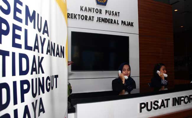 Karyawan beraktivitas di DJP, Jakarta. Bisnis - Triawanda Tirta Aditya