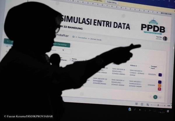 Selain menggunkan sistem pendaftaran online, Kaltim menerapkan sistem pendaftaran model drive thru pada PPDB tahun ini. - Ilustrasi