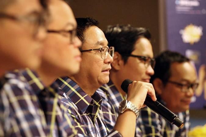 Direktur Utama PT Mandiri Tunas Finance (MTF) Arya Suprihadi  didampingi direksi lainnya memberikan penjelasan mengenai kinerja perusahaan, di Jakarta, Senin (11/2/2019). - Bisnis/Dedi Gunawan