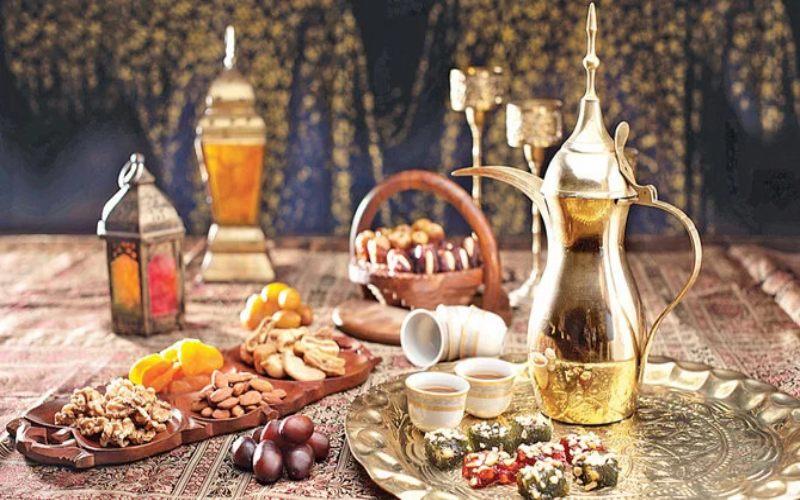 Sajian makanan dan kopi arab selama Ramadan - Arab News/Shutterstock
