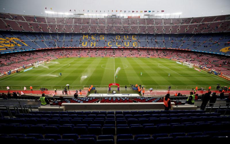Stadion Camp Nou, markas Barcelona, menjelang pertandingan melawan Real Sociedad di La Liga musim 2018 - 2019./Reuters - Albert Gea