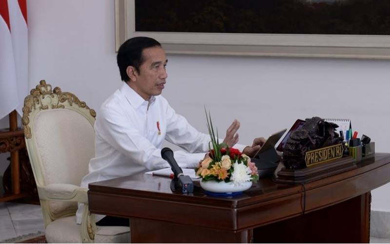 Presiden Joko Widodo dalam rapat terbatas yang digelar melalui telekonferensi di Istana Kepresidenan Bogor, Jawa Barat, Senin (4/5/2020). - www.covid19.go.id