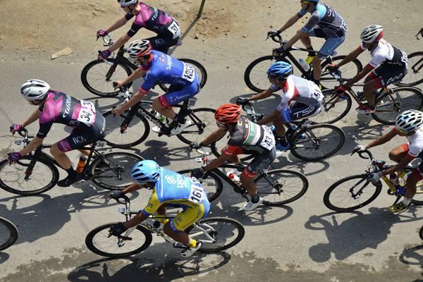 Pebalap sepeda - Antara/Ahmad Subaidi