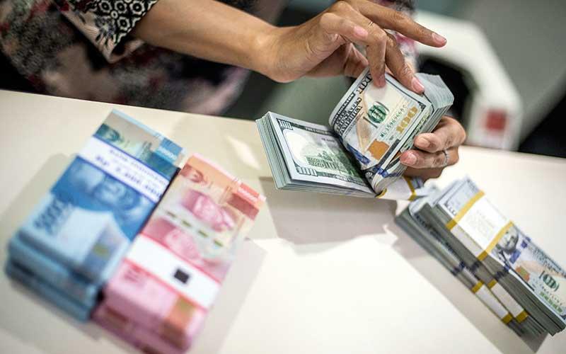 Kurs Jual Beli Dolar As Di Bank Mandiri Dan Bca 15 Mei 2020 Finansial Bisnis Com