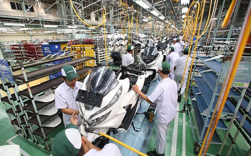 Suasana di salah satu pabrik perakitan motor di Jakarta, Rabu (1/8/2018). - Bisnis/Abdullah Azzam