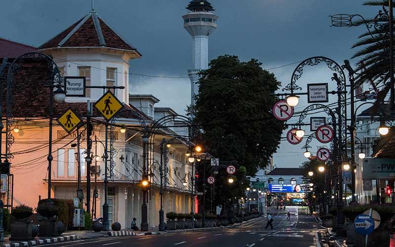 Hasil Evaluasi Psbb Jabar 50 Kota Masuk Zona Merah Covid 19 Kecuali Kota Bandung Bandung Bisnis Com