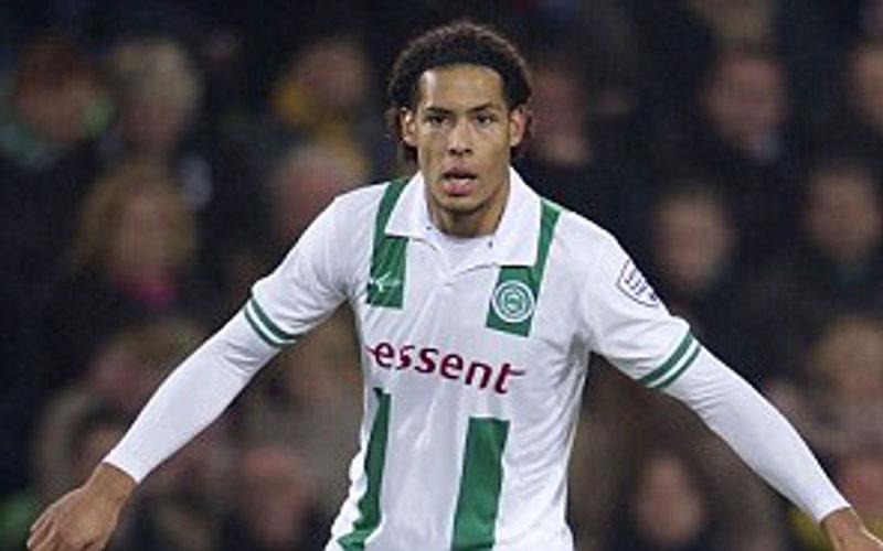 Virgil van Dijk saat membela Groningen. - Daily Mail