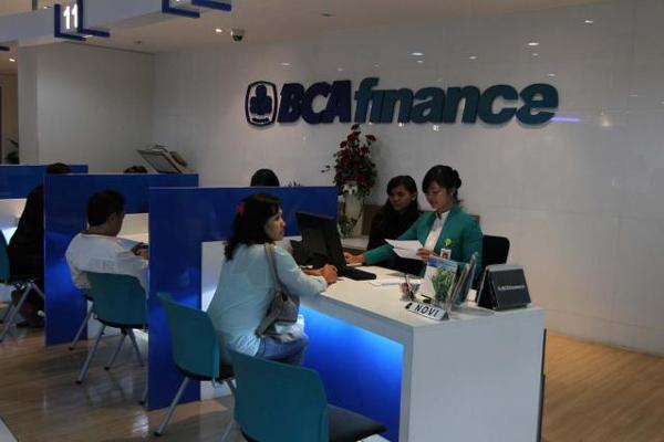 Aktivitas di salah satu kantor BCA Finance - Bisnis