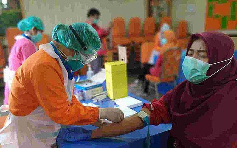 Proses rapid test COVID-19 di Jakarta. - Antara