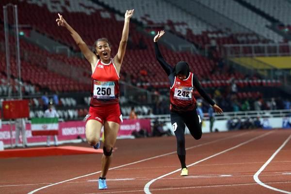 Atlet para atletik nomor lari 100 meter putri T13 Putri Aulia mencapai garis finish urutan pertama pada ajang Asian Para Games 2018 di Jakarta, Rabu (10/10/2018). - JIBI/Nurul Hidayat
