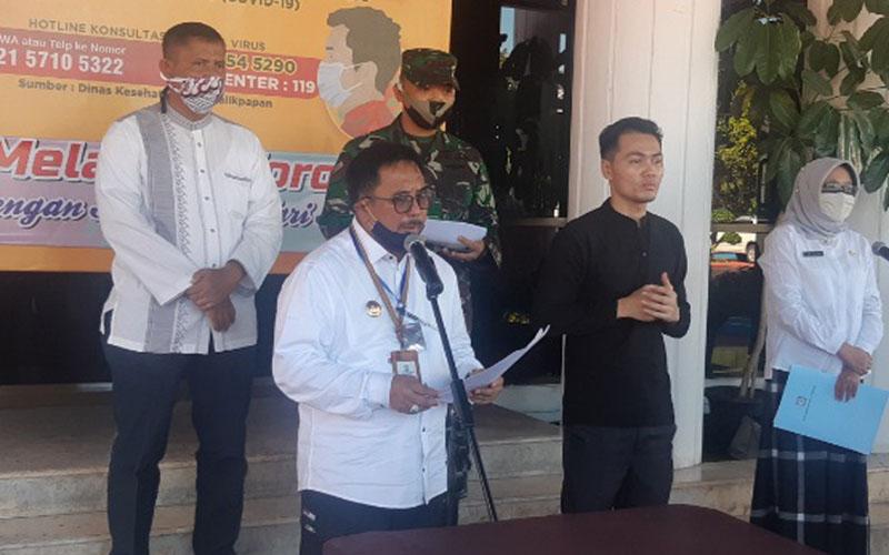 Wali Kota Balikpapan Rizal Effendi ketika pada Rabu (20/5/2020) mengumumkan pembatalan izin Salat Id boleh di luar rumah./Bisnis - Jaffry Prabu Prakoso