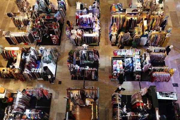 Ilustrasi - Suasana di salah satu pusat perbelanjaan di Jakarta, Selasa (8/1/2019). - Bisnis/Nurul Hidayat