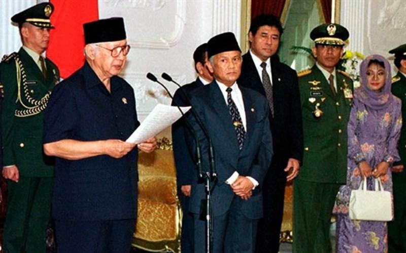 Presiden Soeharto saat menyatakan mengundurkan diri sebagai Presiden RI - Istimewa