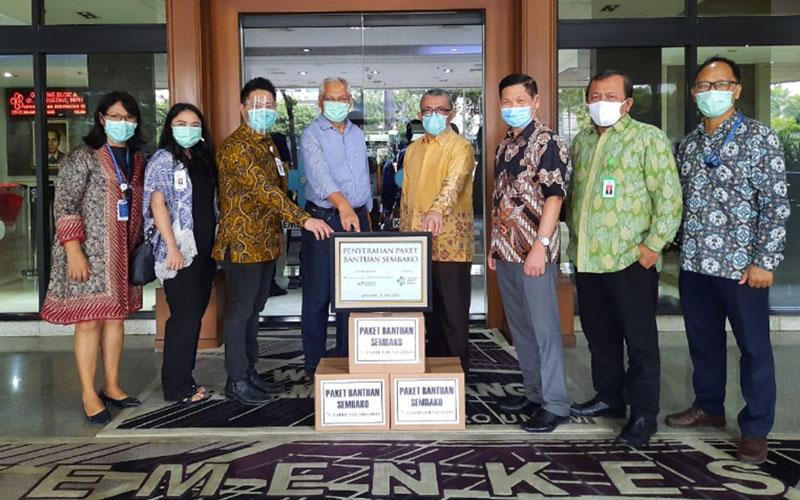 Tahir Foundation bersama Mayapada Healthcare menyerahkan total 6.000 paket bantuan sembako kepada sejumlah rumah sakit rujukan pemerintah dan Kementerian Kesehatan dalam menanggulangi pandemi Covid-19 di Jakarta, Bandung, dan Banten. - Istimewa