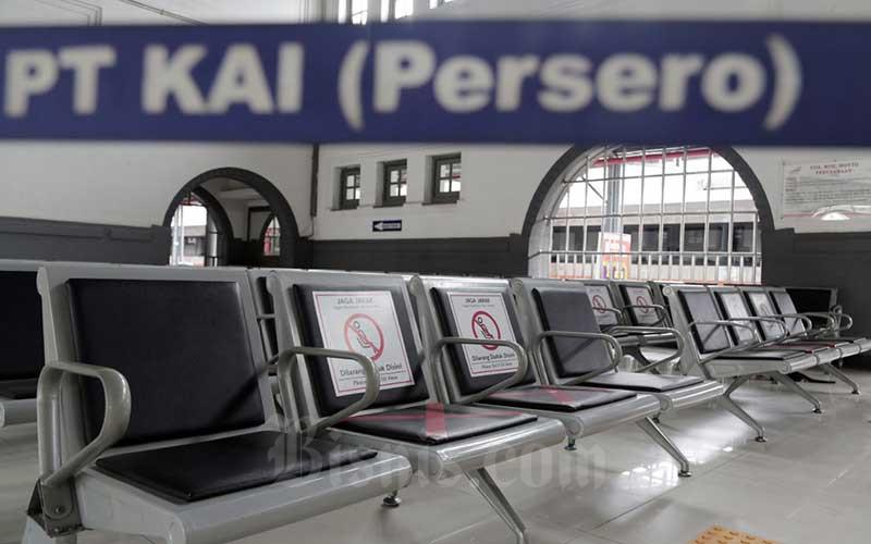 Suasana sepi terlihat di Stasiun Pasar Senen, Jakarta, Jumat (24/4/2020). Bisnis - Eusebio Chrysnamurti