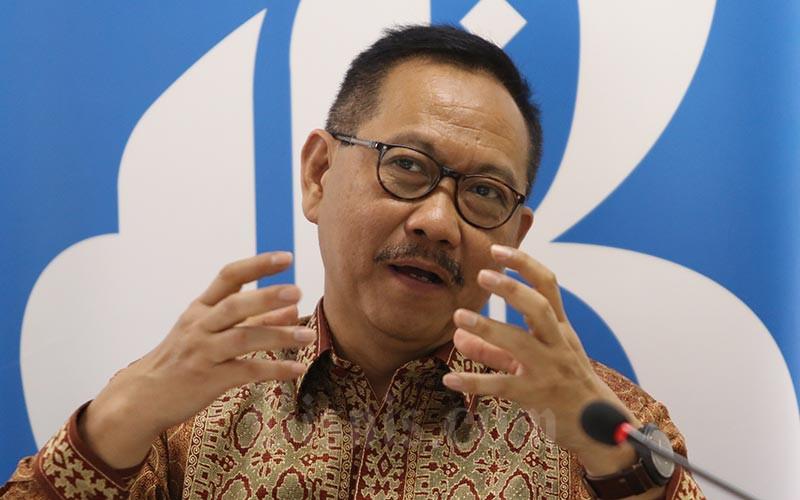 Vice President Asian Development Bank (ADB) Bambang Susantono memberikan penjelasan disela-sela kunjungannya ke Kantor Redaksi Bisnis Indonesia di Jakarta, Jumat (6/3/2020). Bisnis - Eusebio Chrysnamurti