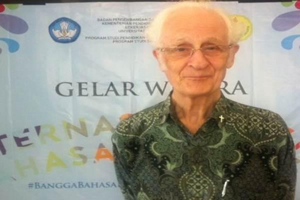 Tokoh katolik dan budayawan Indonesia, Franz Magnis Suseno - Monalisa