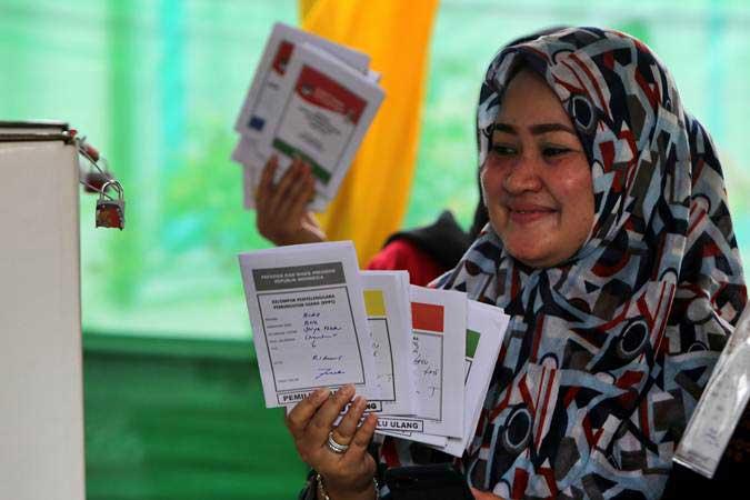 Ilustrasi - Warga mengikuti pemungutan suara ulang pemilihan umum (pemilu) 2019 di TPS-6 Desa Lamteumen Timur, Banda Aceh, Aceh, Kamis (25/4/2019). - ANTARA/Irwansyah Putra