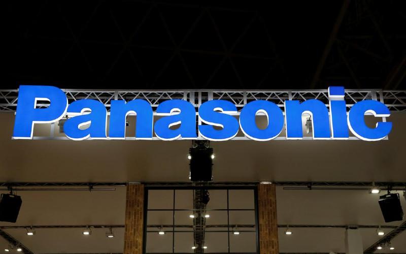 Logo Panasonic Corp. Setelah penutupan pabrik kulkas dan mesin cuci, Panasonic masih akan memiliki sekitar 13.700 pekerja yang terlibat dalam pembuatan peralatan kecil dan baterai di Thailand. REUTERS