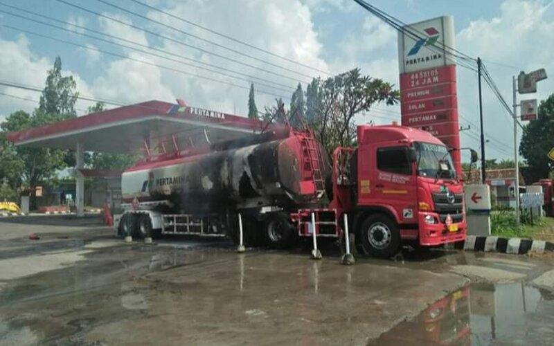 Satu unit mobil tangki terbakar di SPBU 44.581.05 Kunden, Wirosari Grobogan