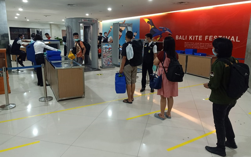 PT Angkasa Pura I (Persero) menerapkan social distancing di Bandara I Gusti Ngurah Rai Denpasar. - Dok. Istimewa