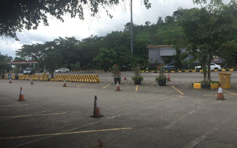 Buntut Larangan Mudik, Rest Area di Tol Cipularang Terpantau Sepi - Bisnis/Wisnu Wage