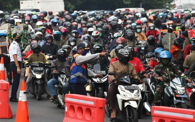 Pelaksanaan PSBB di Surabaya tahap I. - Antara