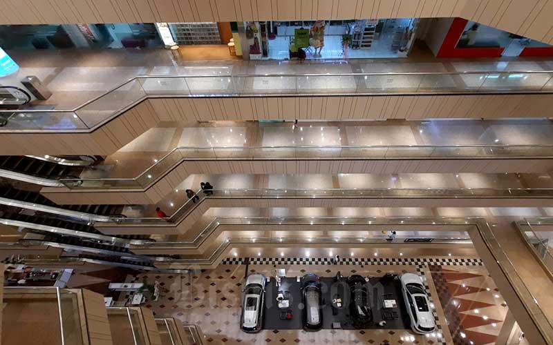 Suasana salah satu pusat perbelanjaan di Jakarta, Kamis (19/3/2020). Bisnis - Arief Hermawan P