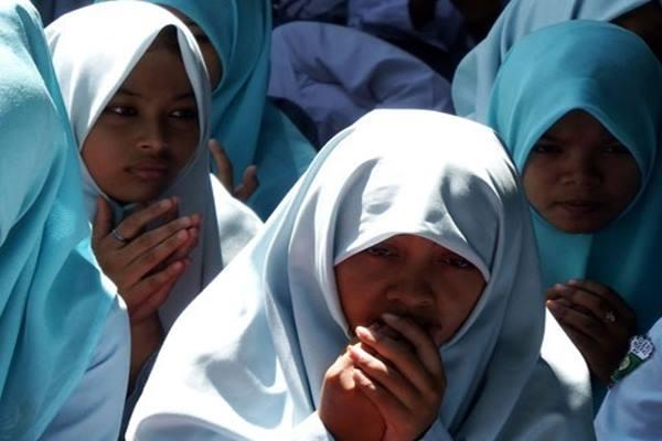 Siswa Madrasah Aliyah Negeri berdoa bersama menjelang pelaksanaan Ujian Nasional - Antara