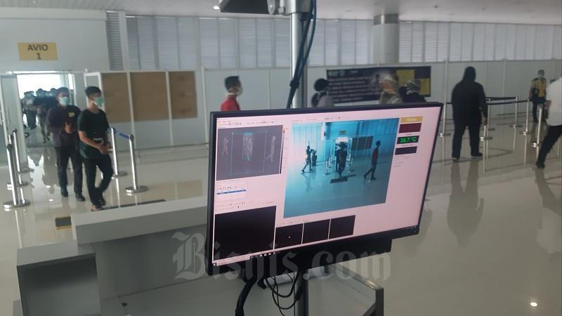 PT Angkasa Pura I (Persero) cabang Bandara Sultan Aji Muhammad Sulaiman Sepinggan menggelar simulasi penanganan wabah Virus Corona. - JIBI/Jaffry Prabu Prakoso
