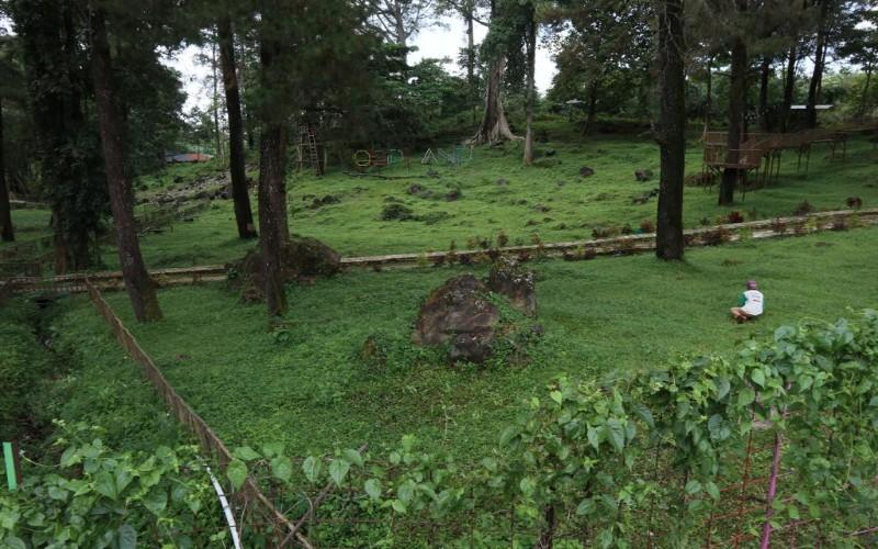 Objek wisata di wilayah Kaki Gunung Ciremai, Kabupaten Kuningan, Jawa Barat, ditutup sejak beberapa bulan lalu akibat adanya penyebaran wabah Covid-19. - Bisnis/Hakim Baihaqi