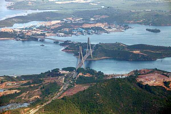 Jembatan Tengku Fisabilillah atau dikenal dengan Jembatan Barelang terlihat dari udara di Batam, Kepulauan Riau, Minggu (9/4/2017). - JIBI/Dwi Prasetya