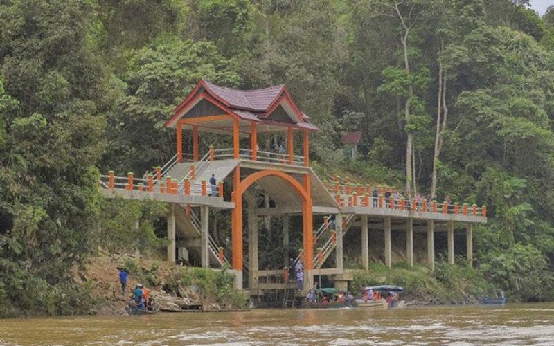 Dermaga menuju destinasi wisata Air Terjun Batang Koban di Kabupaten Kuantan Singingi, Provinsi Riau. - Antara