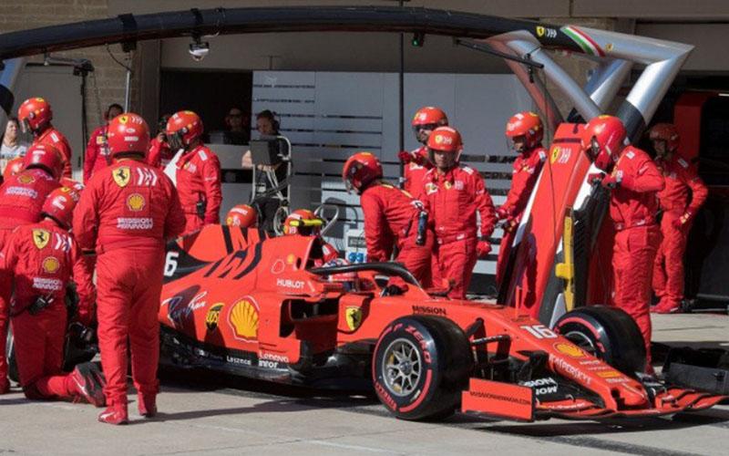Pebalap tim Ferrari Charles Leclerc di pit Sirkuit Americas, Austin, Texas, Amerika Serikat (3/11/2019)./Antara - Reuters