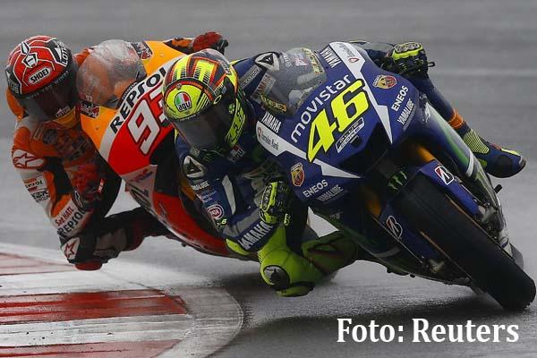 Valetino Rossi vs Marc Marquez di Silverstone Inggris - Reuters