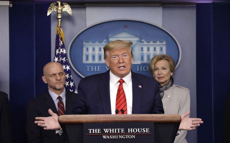 Presiden Trump dalam jumpa pers task force penanganan virus Corona -  Bloomberg / Yuri Gripas