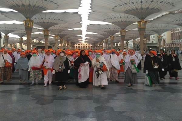 Sejumlah jamaah haji beraktifitas di area Masjid Nabawi, Madinah. - Istimewa/Kemenag