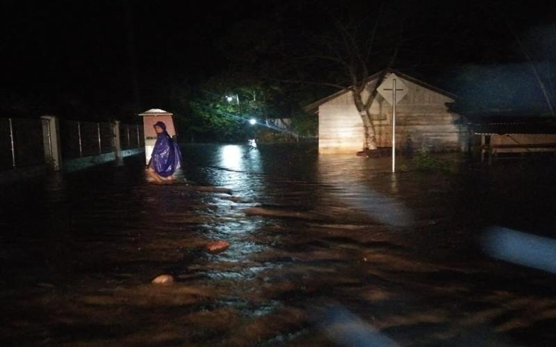 Banjir merendam kurang lebih 2000 rumah dan berdampak pada 2000 Kepala Keluarga (KK) di Kabupaten Pidie Jaya, Provinsi Aceh, pada Selasa (28/4/2020) malam. - Dok.BNPB