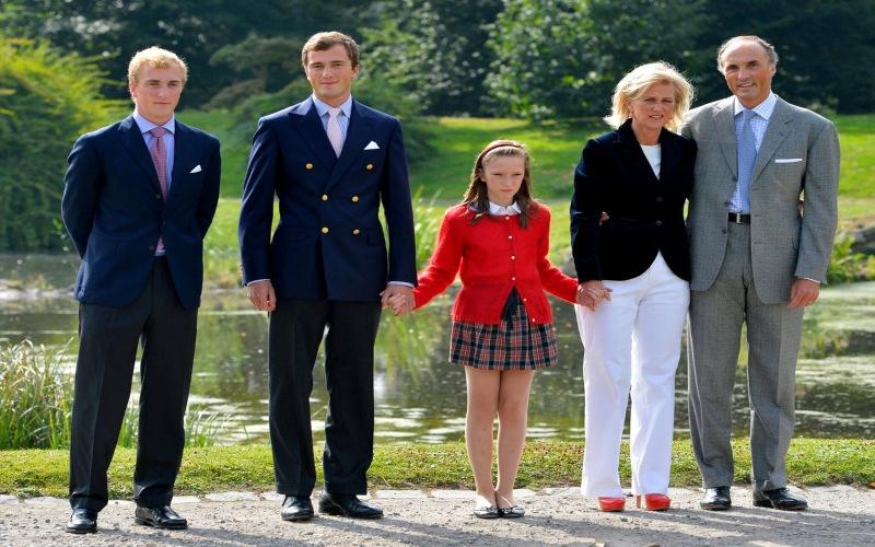 Foto Keluarga Kerajaan Belgia, Pangeran Joachim (paling kiri), Pangeran Amedeo, Putri Laetitia Maria, dan orangtuanya Putri Astrid dan Pangeran Lorenz (Dirk Waem/AFP - GettyImages)