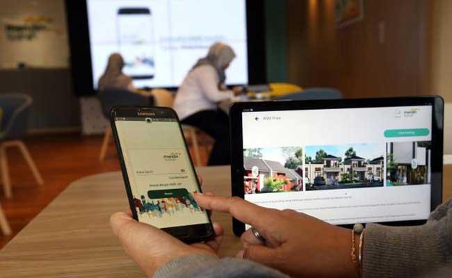 Karyawan Mandiri Syariah melayani nasabah di Digital Branch Kantor Cabang Thamrin Jakarta, Senin (27/1/2020). Bisnis - Abdullah Azzam