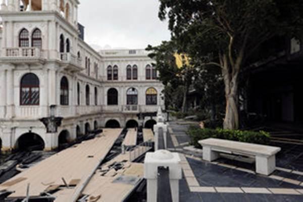 Dampak terjangan topan Hato di Makau. - Reuters/Tyrone Siu