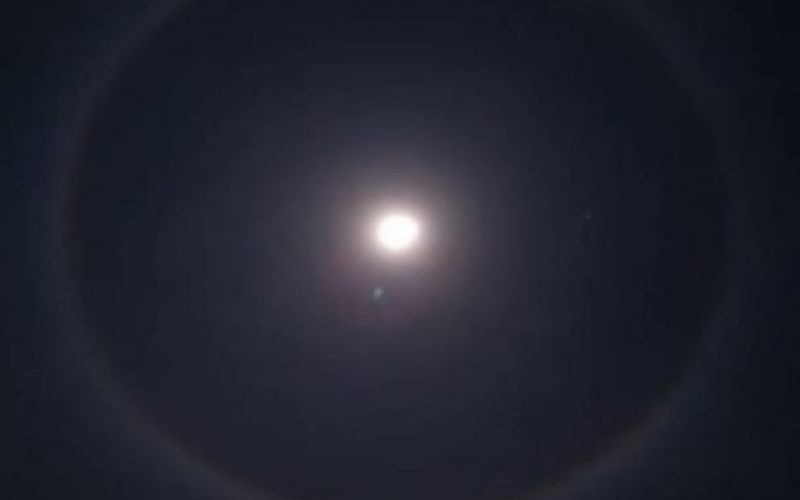Fenomena alam bulan bercincin. - Instagram